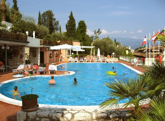 Swimming pool picture of hotel villa florida gardone for Hotels with indoor pools in florida