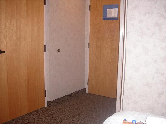 Hampton Inn Syracuse North (Airport Area): Doors