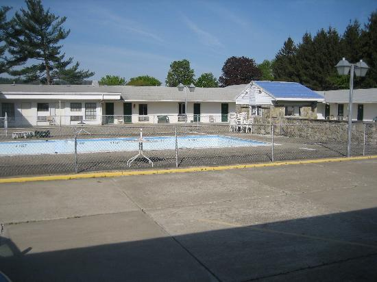 Erwin Motel: Rooms and Pool