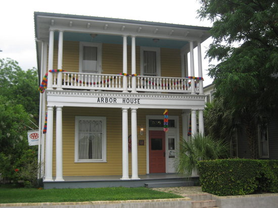 Arbor House Inn And Suites