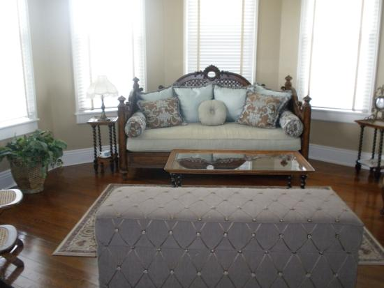 The Caldwell House: Exquisite furnishings!!