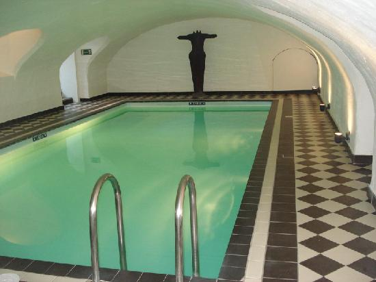 Hotel navarra swimming pool brugge picture of hotel navarra bruges tripadvisor for Bruges hotels with swimming pools