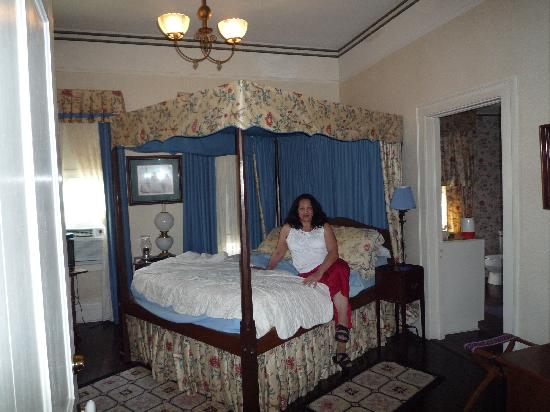 Riverview Bed and Breakfast: Upstairs Bedroom