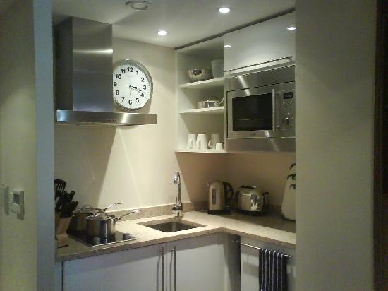 Staybridge Suites Newcastle: Kitchen