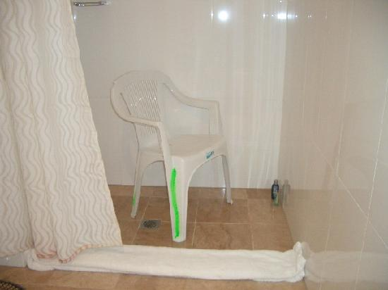 Quest World Square: Makeshift shower chair