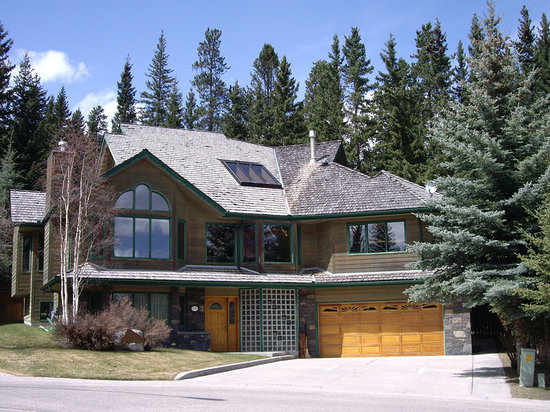 Photo of Cascade Court Bed & Breakfast Banff