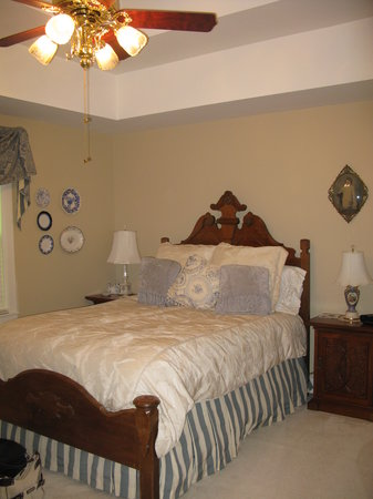 Magnolia House Bed and Breakfast: our bedroom