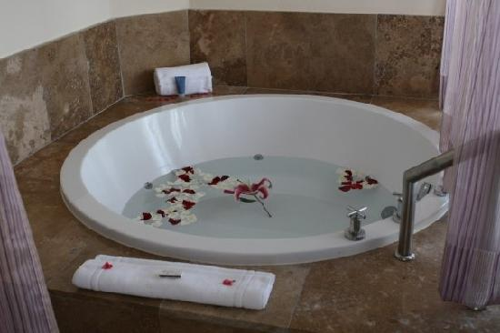 The Beloved Hotel: A hot tub (with fresh flowers and floating candles!) in every room