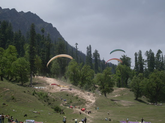 Manali, Inde : paragliding in Solang Valley