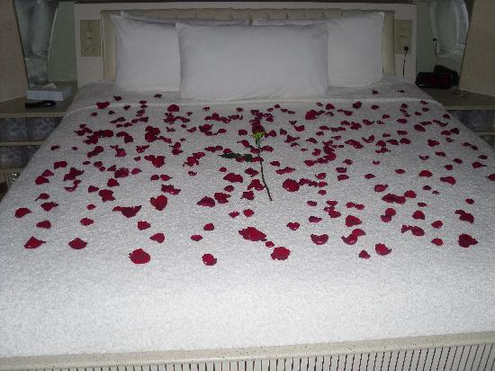 Sybaris Indianapolis: Bed