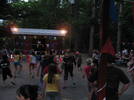Tip Tam Camping Resort: dance party