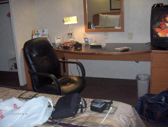 Sleep Inn & Suites Emmitsburg: desk area