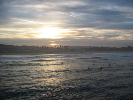 Pismo Beach, Californien: sunrise and surfers