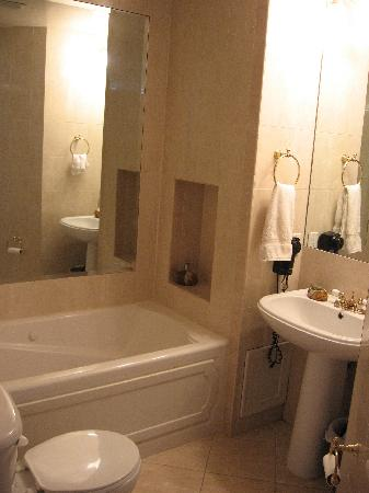 Palm Beach Hibiscus: Rosemary Bathroom with Jacuzzi tub (shower not shown)