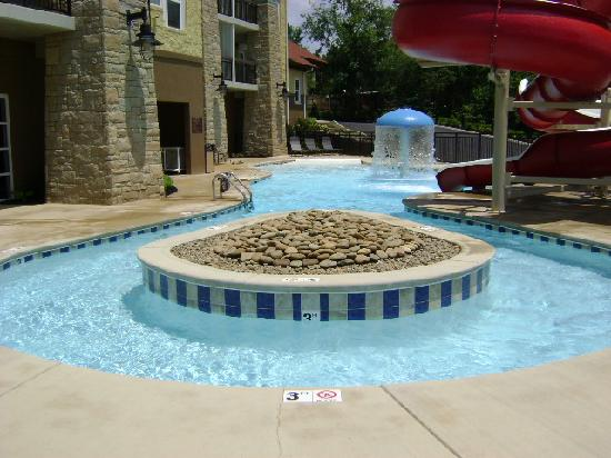 Cherokee Lodge Condos: Pool area