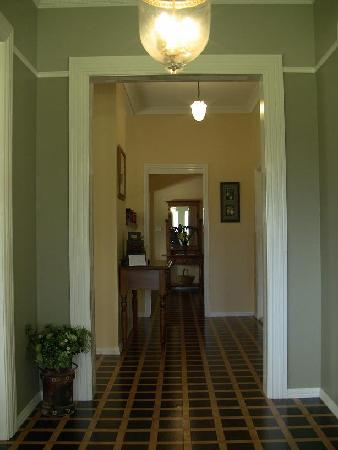 Talgai Homestead: Pepper's Cottage hallway