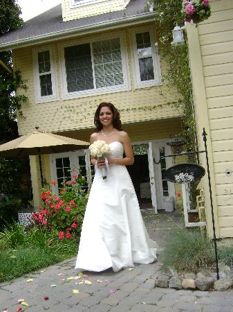 Abella Garden Inn: Walking Down The Aisle