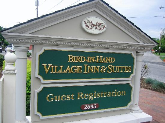 Bird-In-Hand Village Inn & Suites: Sign of Bird-In-The-Hand Village Inn and Suites