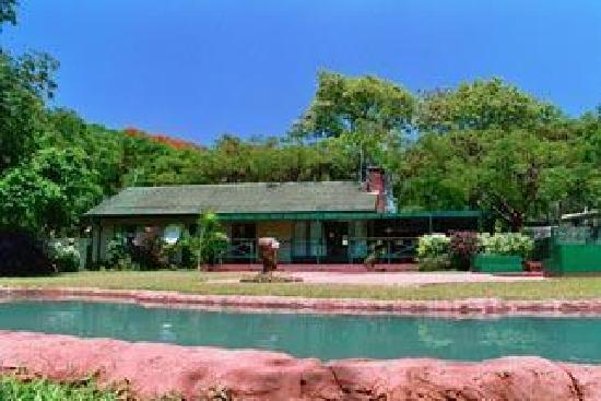 Adventure Lodge: swimming pool