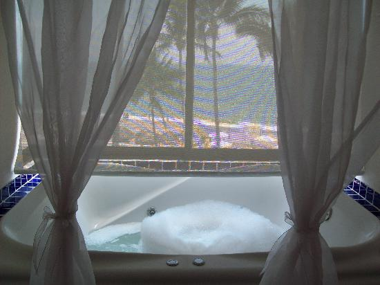 "The image ""http://media-cdn.tripadvisor.com/media/photo-s/01/2c/aa/9b/bubble-bath-jacuzzi.jpg"" cannot be displayed, because it contains errors."