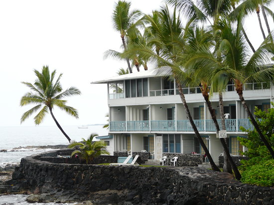Kona Tiki Hotel: Kona Tiki from road