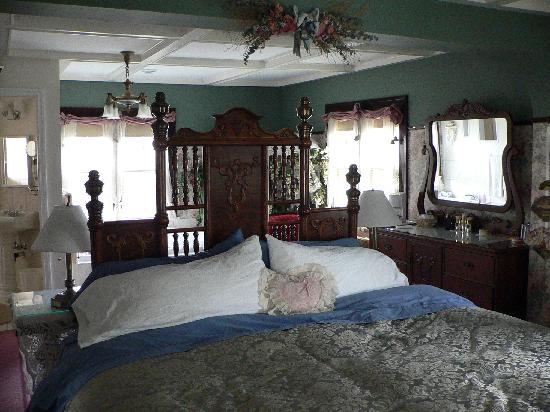 Calgary Historic Bed and Breakfast at Twin Gables: Mount Royal Suite