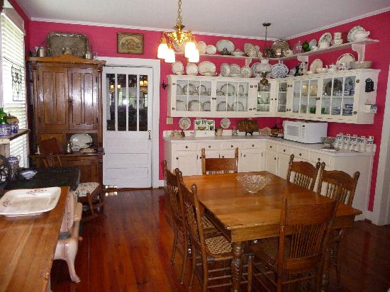 Plymouth, NC: Kitchen - Four Gables