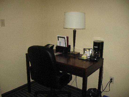 Viscount Gort Hotel Banquet and Conference Centre: desk area