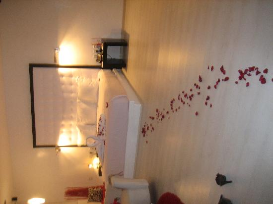 In Fashion Hotel Boutique: Decorations