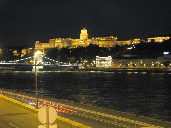 Central Backpack King: Photo taken about 5 minutes from the hostel. You can get to tghe Castle district by walking in 1