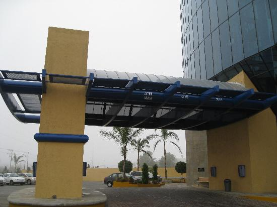 Holiday Inn Express Nuevo Laredo, Tamps: Entrance of the Hotel