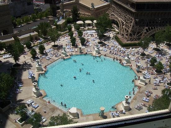 Paris hotel las vegas pool for Paris hotel pool