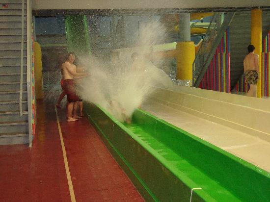 Eau Claire, Ουισκόνσιν: Chaos Water Park Resort - Splash!