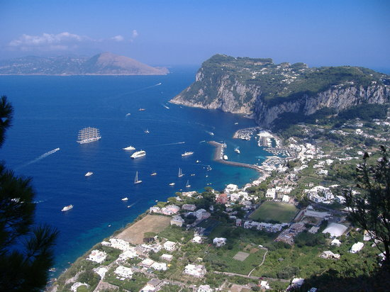 Sorrente, Italie : island of capri 