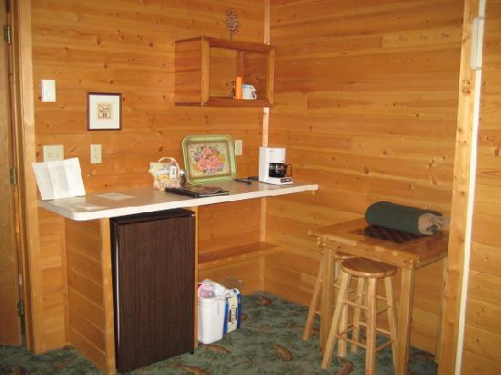 Lost Lake Lodge: &quot;kitchenette&quot; area (no microwave)