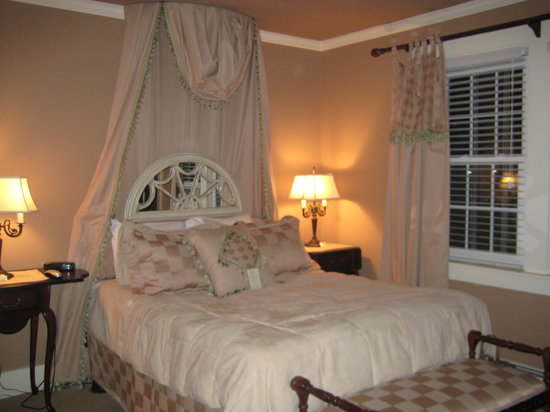 "Lambert's Cove Inn: ""The Hamptons"" room- gorgeous suite!"