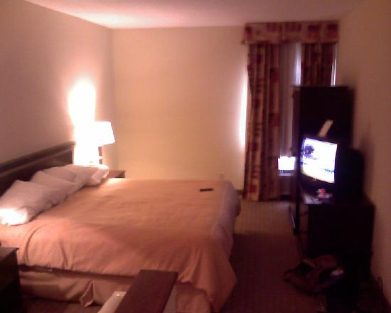 Comfort Suites East: Second bed, another queen bed.