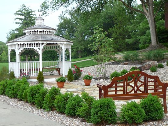 Inn on Crescent Lake: Enjoy the gazebo