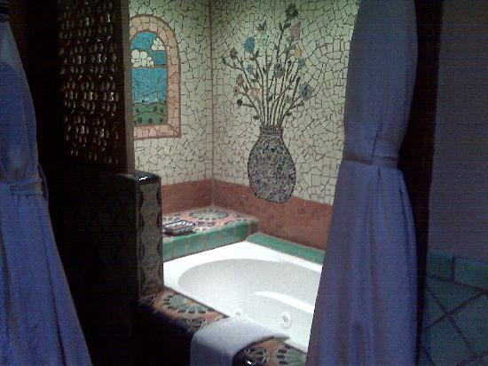 Inn of the Five Graces: soaking tub