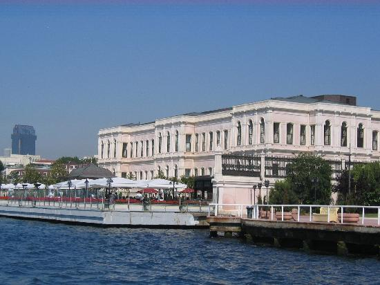 Four Seasons Istanbul at the Bosphorus: Hotel viewed from the Bosphorus
