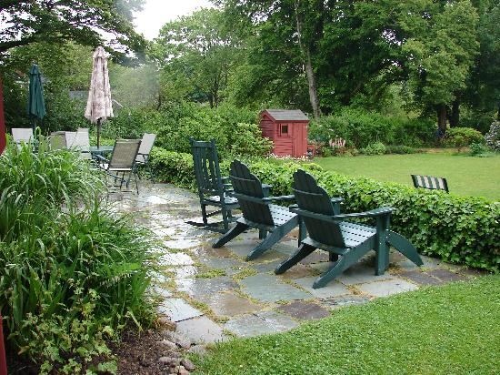 Woods Hole Passage Bed & Breakfast Inn: The patio