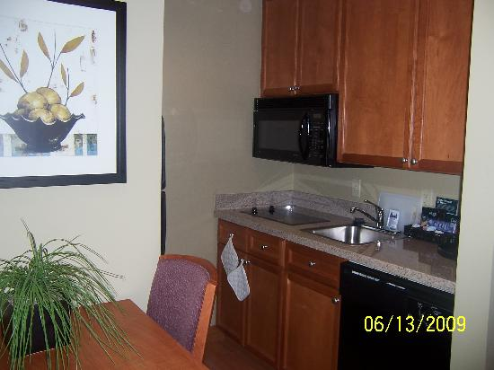 Homewood Suites by Hilton Irving - DFW Airport: The kitchen area