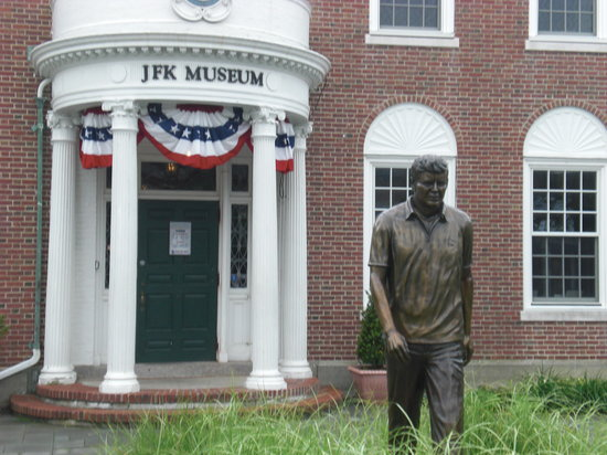 Hyannis, MA: Entrance to the Museum