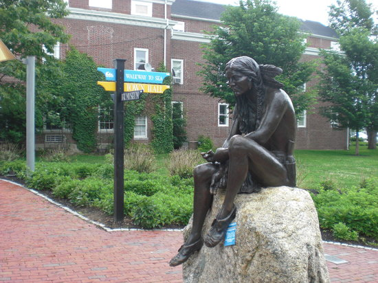 Hyannis, MA: Indian Statue at the entrance to the walk to the waterfront
