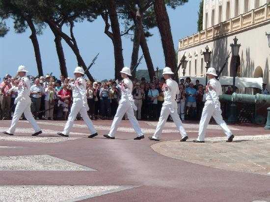 Hotel de France: Changing of the Guard: Palais Princier