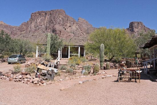 Apache Junction, Аризона: The Pioneer Cabin