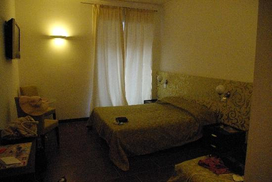 Comfort Suites Rome: Very pleased with the room, sorry about the low light
