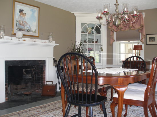 Barnstable, MA: dining room