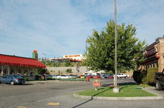 Holiday Inn Express Wenatchee: hotel surroundings