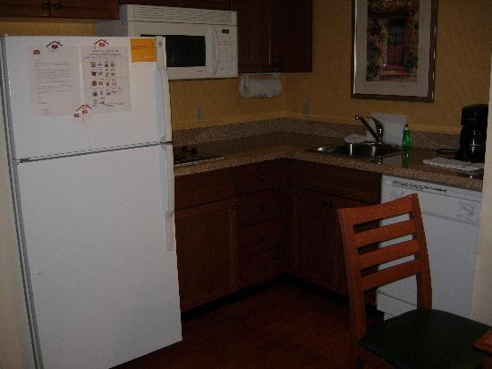 Residence Inn Whitby: Kitchen